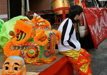 Dragon Dancer Getting Ready